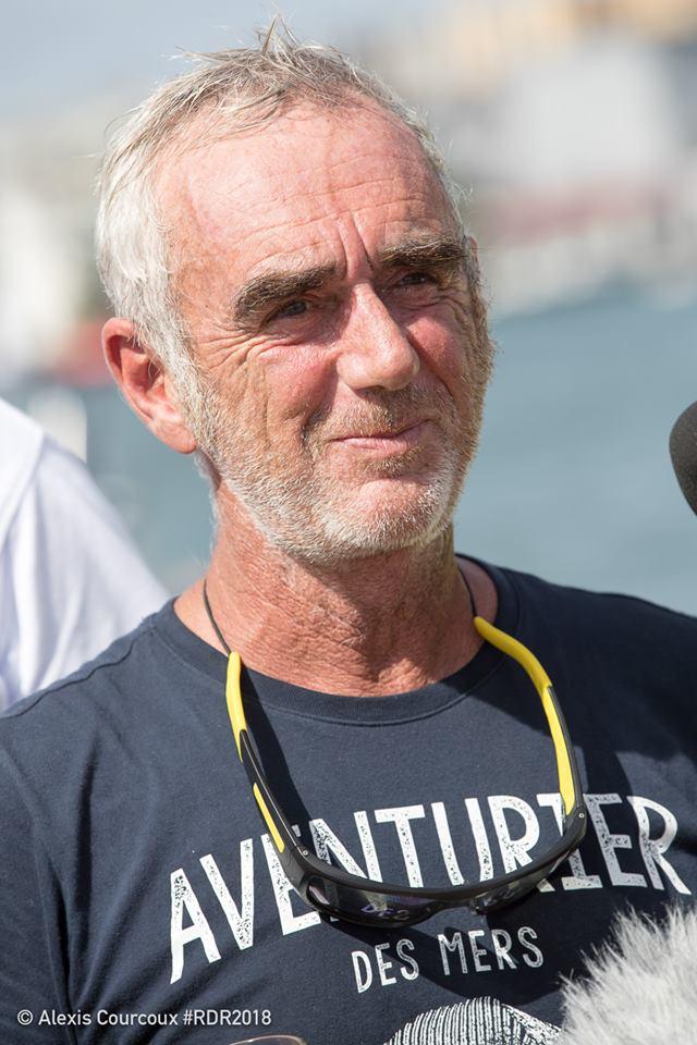 Loick Peryon en t-shirt Aventruier des Mers - Kerguelen